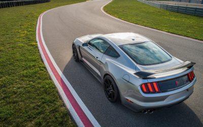 Lujo, velocidad y curiosidades: 5 celebridades que manejaron un Ford Mustang